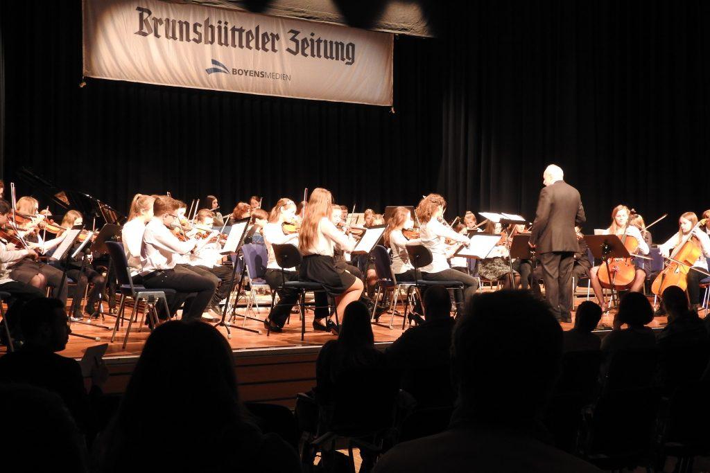 zus_spojene-orchestry-dirigent-richard-ferret